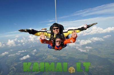 Šuoliai parašiutu Pociūnų aerodrome!